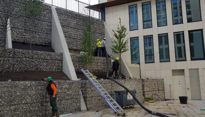Création d'un mur de plusieurs étages en pierres sèches